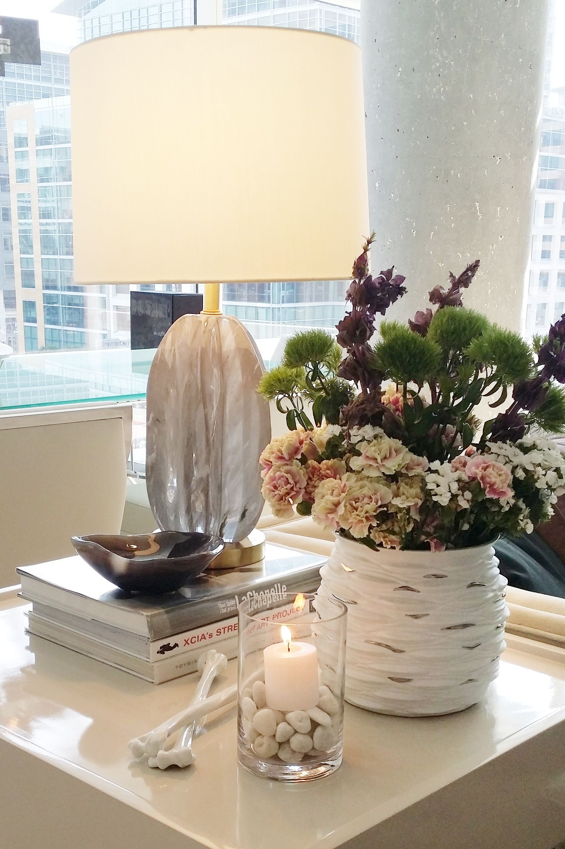 Crystal Table Lamp And Details In Luxury Living Room With Porcelain Vase And Fresh Flowers In San Francisco Luxury Living Room Decor Living Decor Crystal Lamp