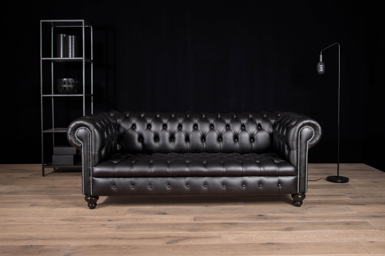 All black interior design - VON WILMOWSKY Chesterfield Sofa \