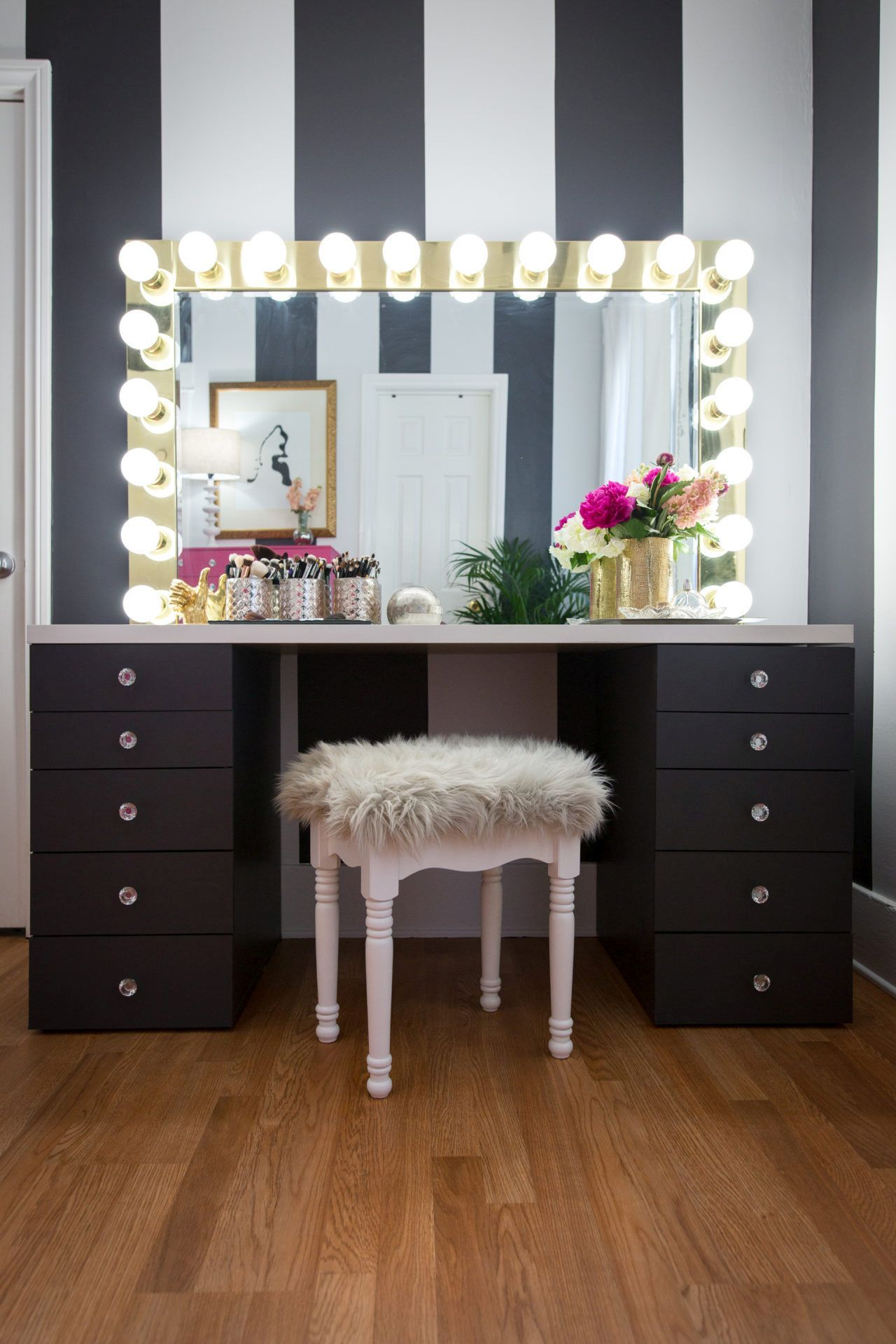 10 DIY Vanity Mirror Projects That Show You In A Different