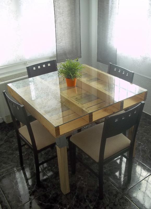 Mesa alta hecha con palets \