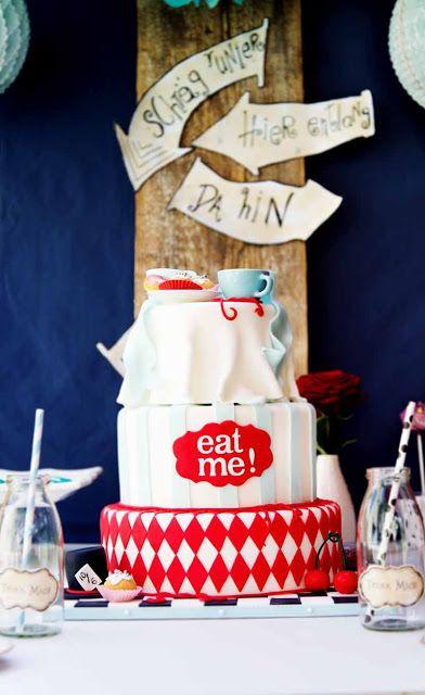 Amazing Alice in Wonderland themed Cake by Zola Auböck for Wiener Wohnsinn Blog