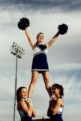 Easy Cheerleading Stunts #cheerleadingstunting