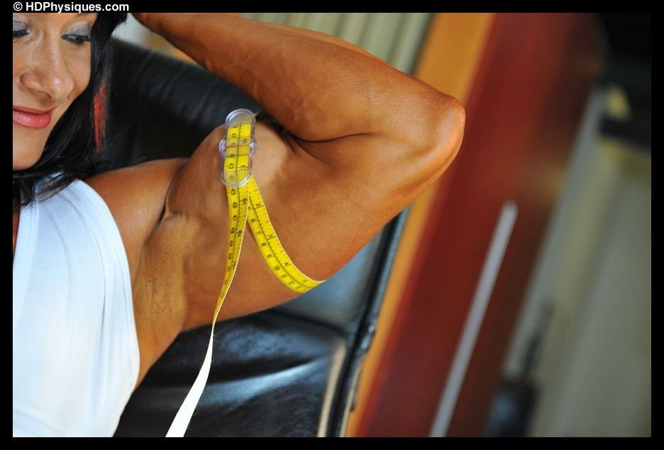 Alina Popa biceps measure | Donne muscolose | Hair styles