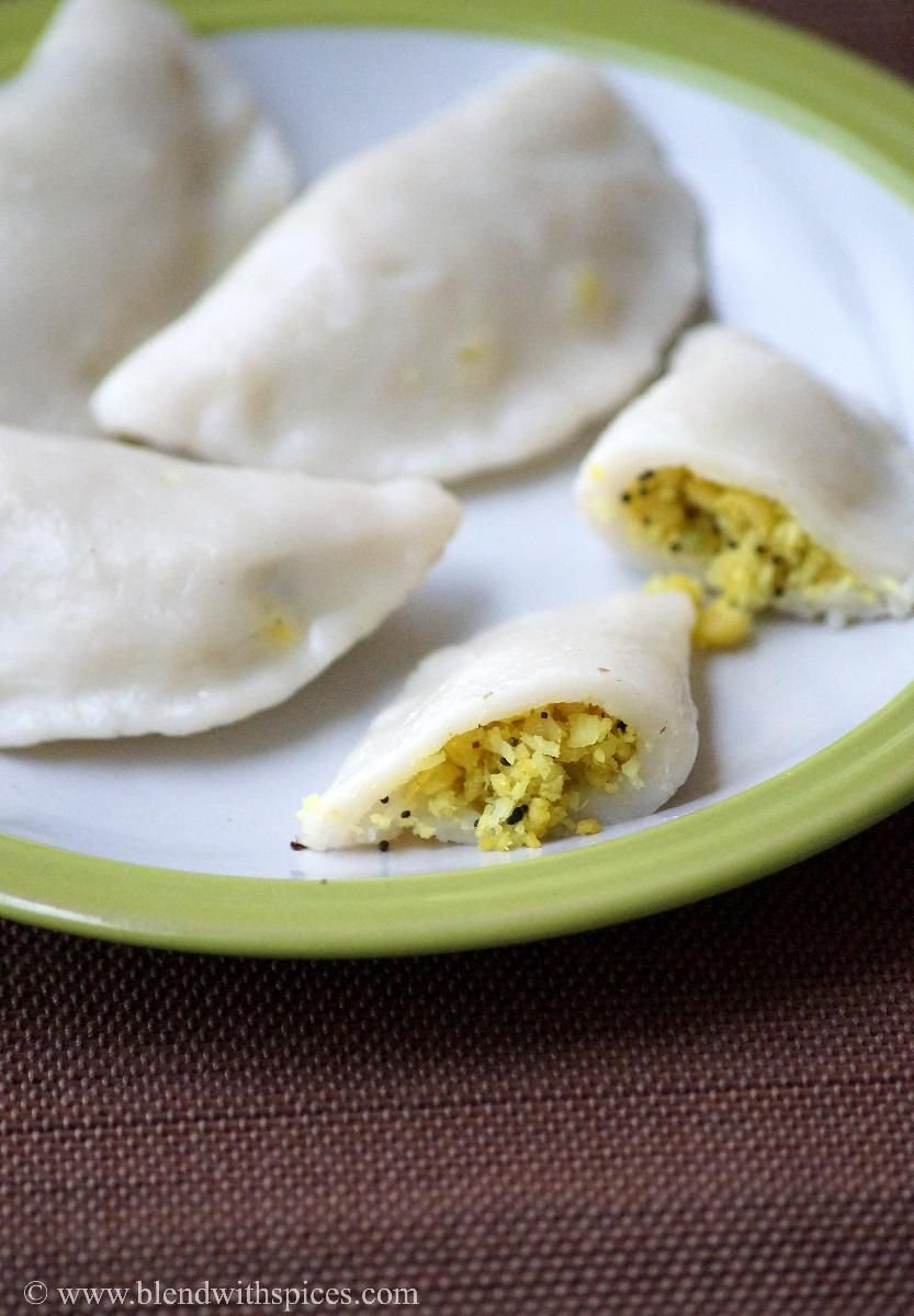 Ulundu Kozhukattai - Steamed rice flour dumplings with lentil filling. A healthy guilt-free snack. #indianfood #vegan