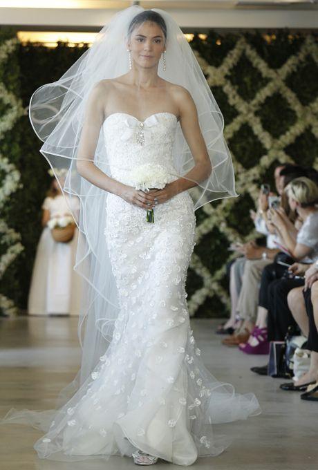 Oscar de la renta spring 2013 beautiful wedding gowns wedding beautiful wedding gown by oscar de la renta spring 2013 junglespirit Images