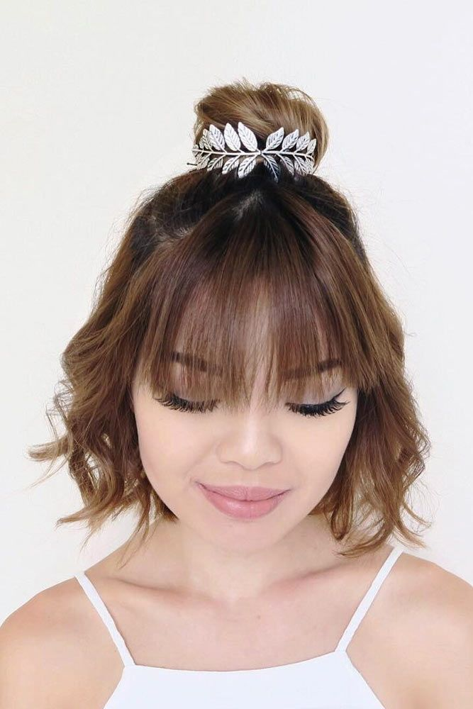 30 Easy And Fancy Ideas Of Wearing Hair Bun For Short Hair | Dutt frisur, Welliges kurzes haar ...