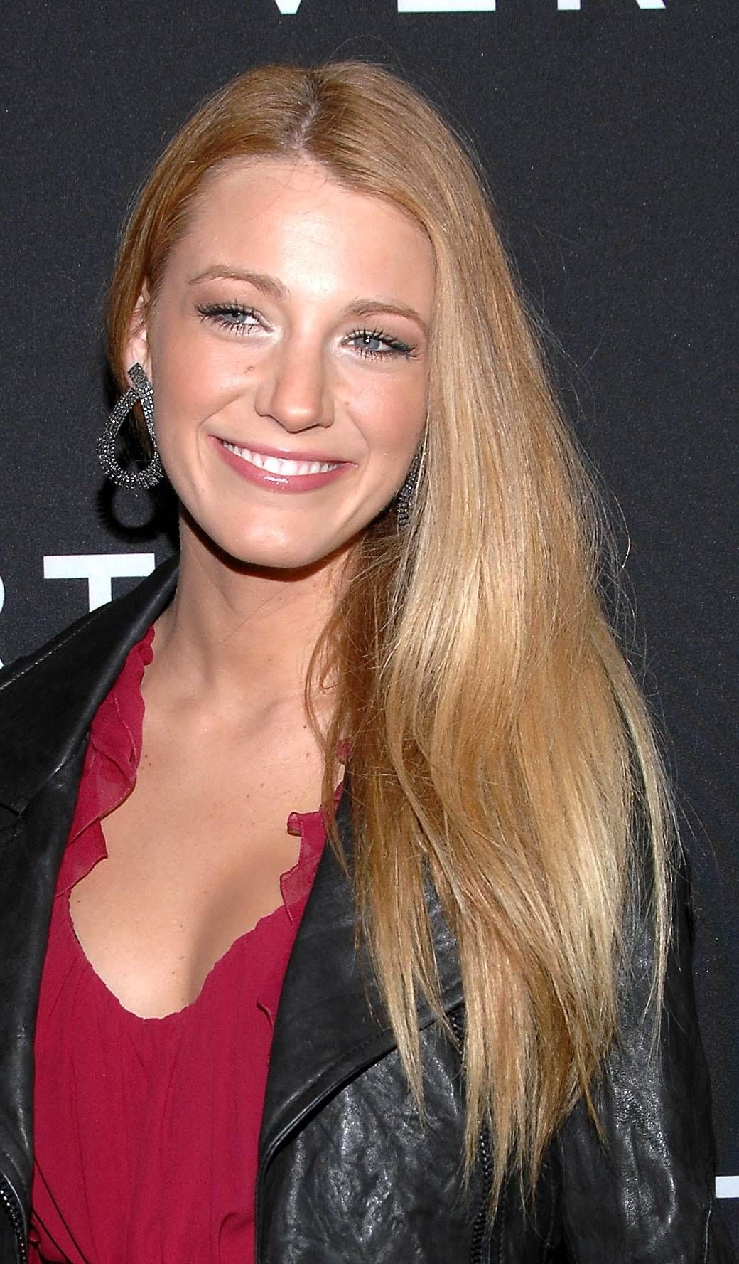 Blake Lively's Long Hairstyles: Blonde Straight Hair pics