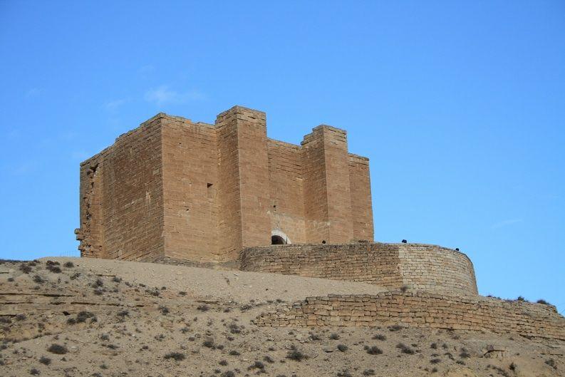 Castillo de Castejón de Monegros    Sobre un montículo en el municipio de Castejón de Monegros, el castillo se alza luchando contra el tiempo.
