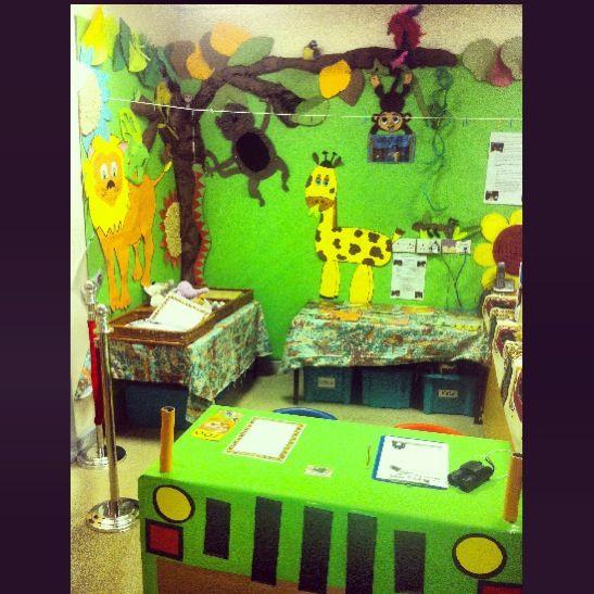 My safari jungle role play corner year 1 zoo jungle for Jungle themed playroom