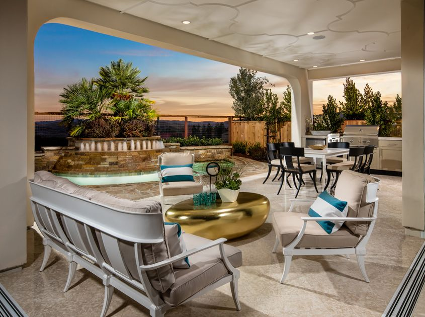 Luxurious indoor and outdoor living spaces seamlessly for Luxury outdoor living spaces