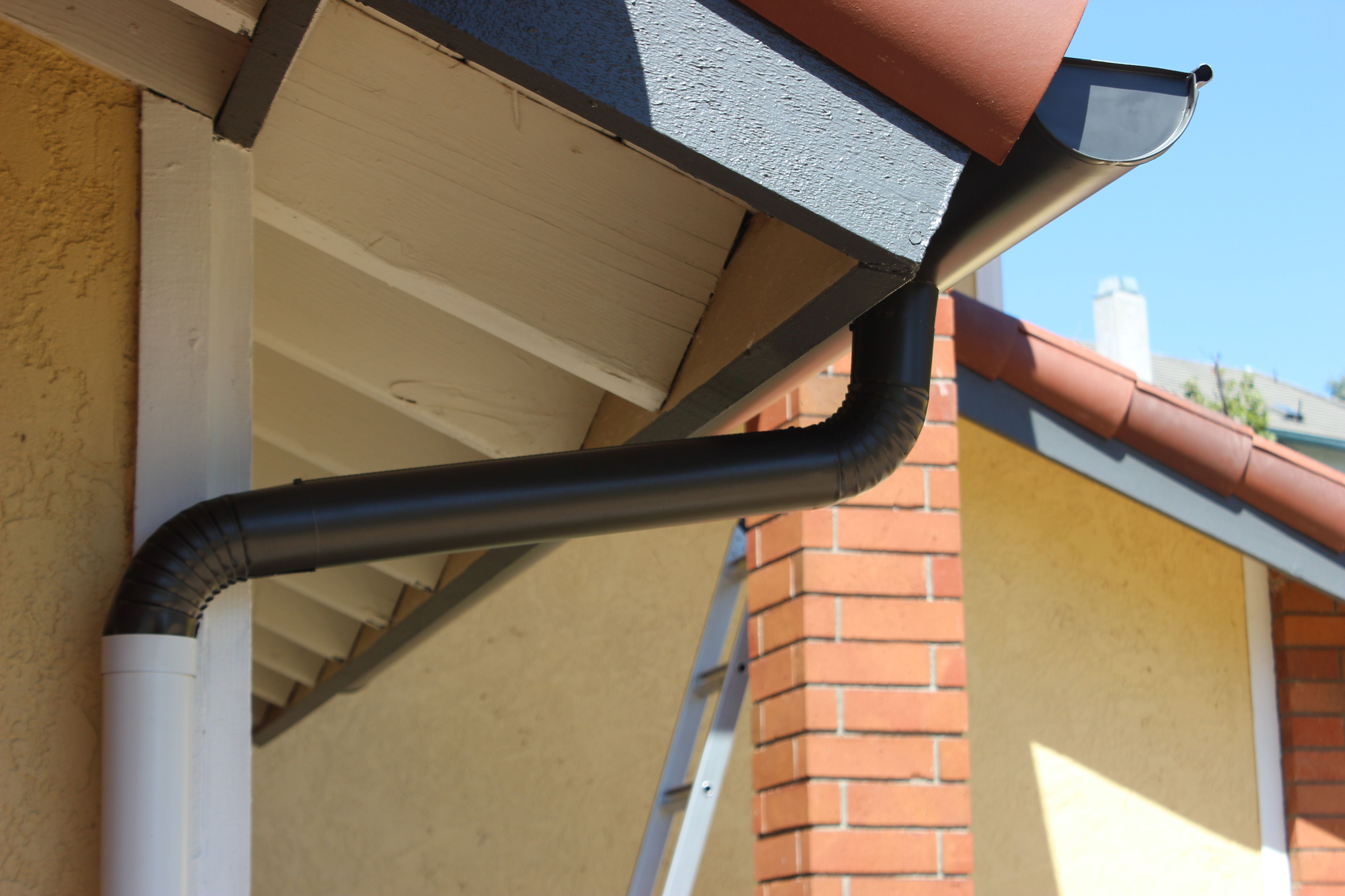 Seamless Aluminum Half Round Rain Gutters With Dual Colored Round Downspouts This Rain Gutter Ins How To Install Gutters Rain Gutter Installation Rain Gutters