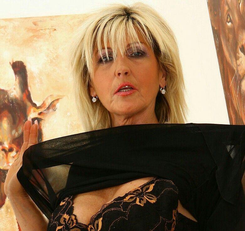 Mlada Nude Budding Prsi Tube - To Slut Mlada Budding-1311