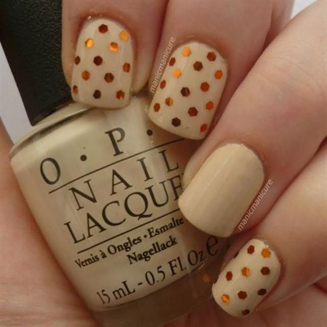 12 Thanksgiving Nail Art Ideas: Thanksgiving Cream and Glitter Dots  http://diyfashion - DIY Style For Creative Fashionistas Thanksgiving Nails, Nail Art