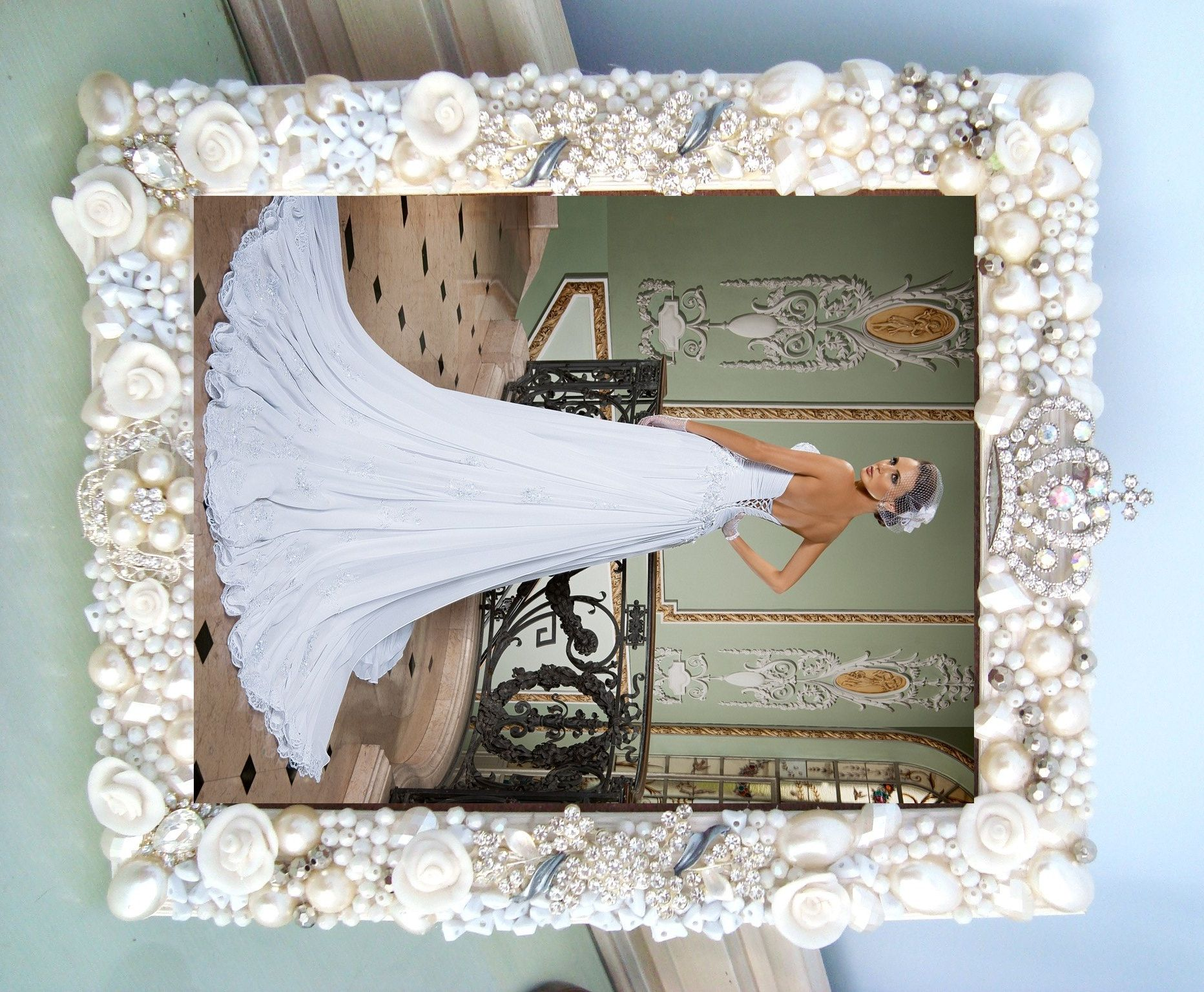 Vintage rhinestone jewelry art framed,Frame,Porta retrato em Pedrarias, jeweled frame, joias,bijuterias, jewellery ,enfeite de mesa;festas,Jewelry Frame, Sparkle Vintage, Victorian ,Shabby Chic, Pink ,Frame ,Jewels, From The Collection,antique,mirror, Bejeweled, Rhinestone,brooches
