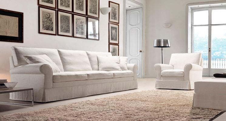 divani classico in tessuto tela di color bianco Divani