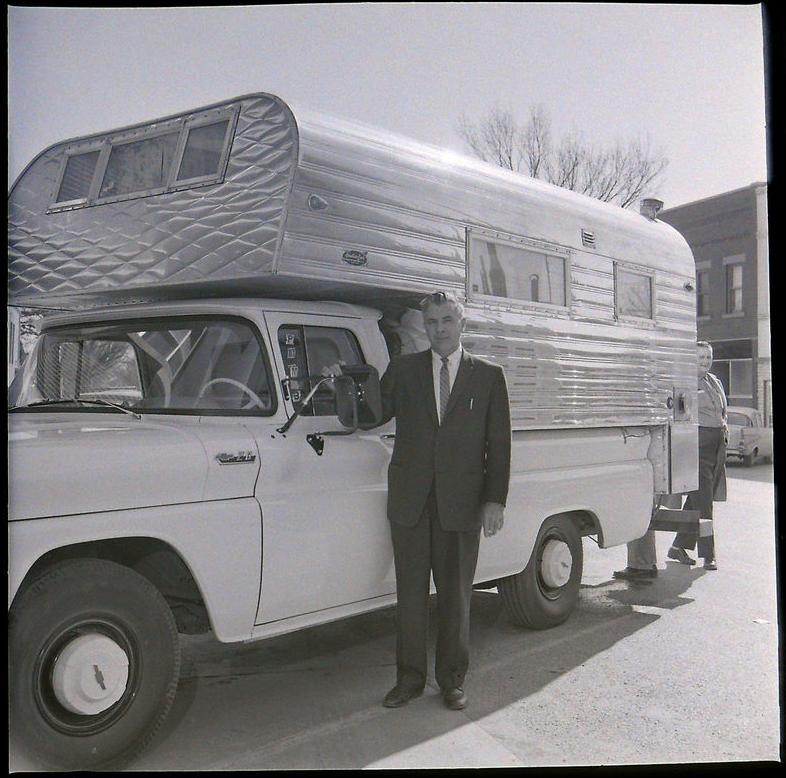 Truck Campers: Aluminum Camper Shell