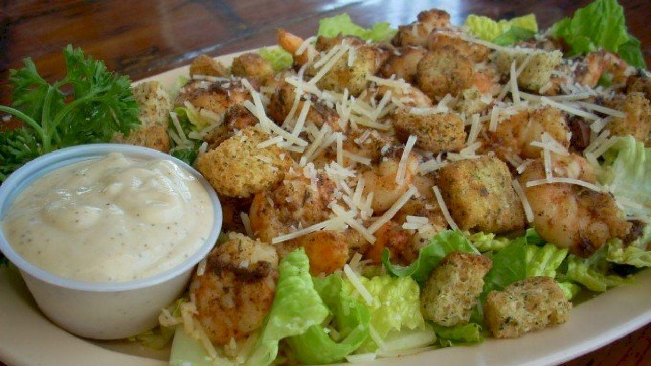 طريقة عمل سلطة سيزر Ceasar Salad Food Food Fantasy