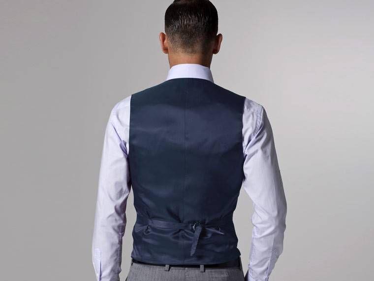 Vincero Light Gray Herringbone Three-Piece Suit 5