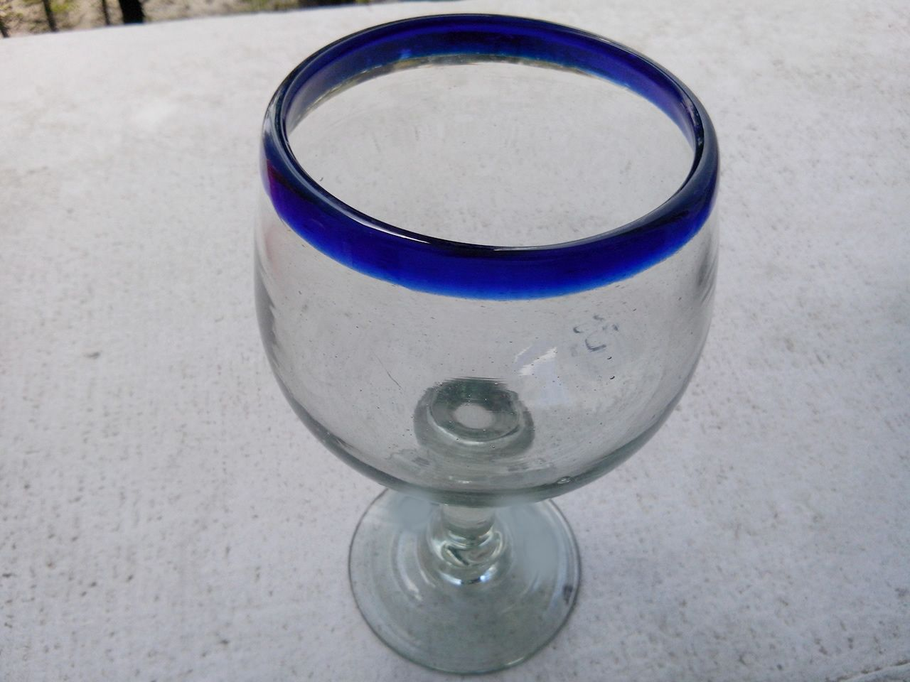 Copa bola de vidrio soplado mediana. Más info en: www.artesaniasdetonala.com