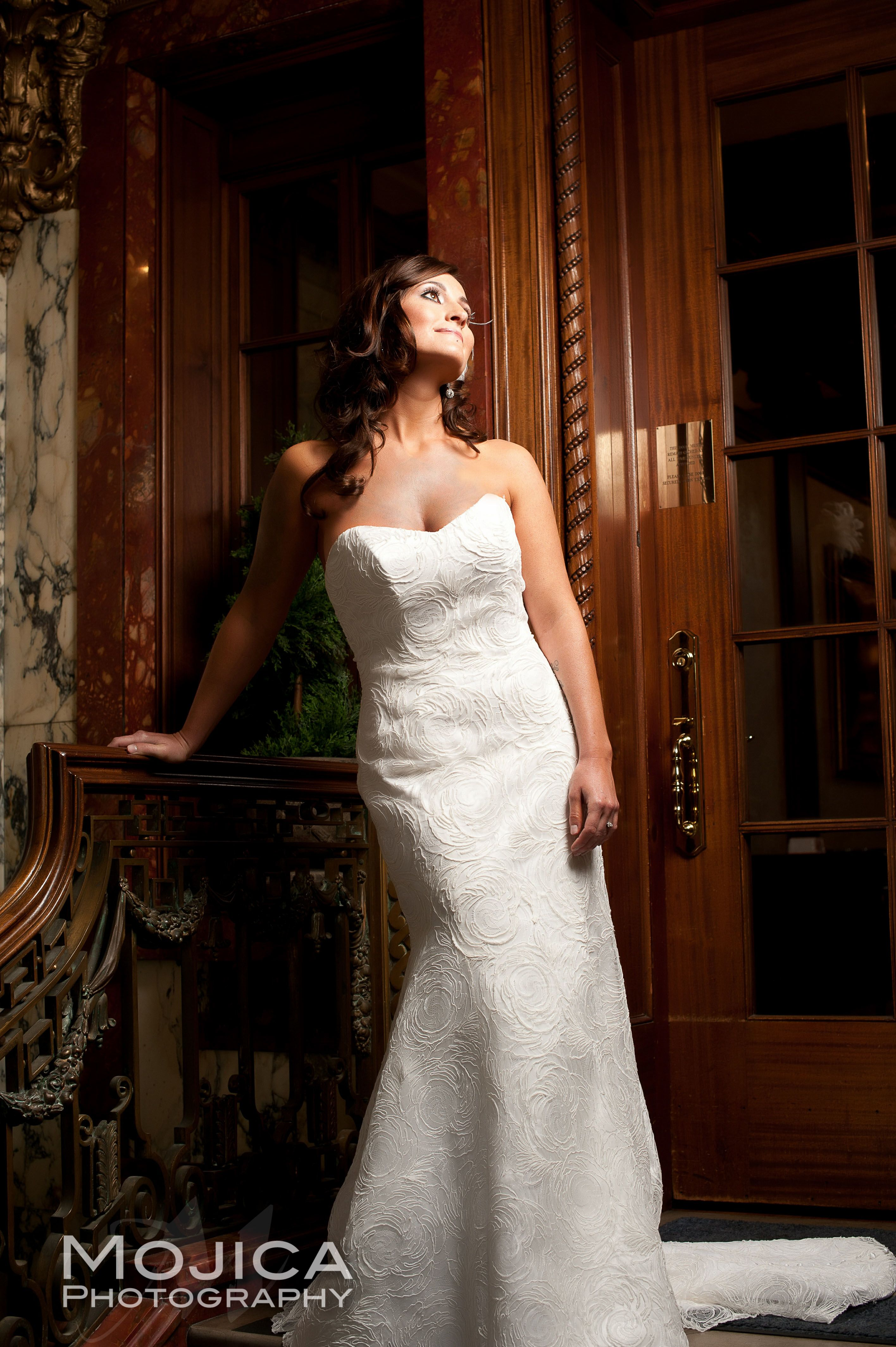 Altar Bridal Wedding dress Loose Mansion Venue