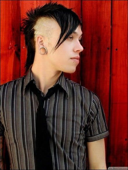 Short Emo Mohawk Hairstyle For Cool Dudes Http Bestpickr Com Short Emo Hairstyles For Guys Emo Hairstyles For Guys Emo Hair Short Emo Hair