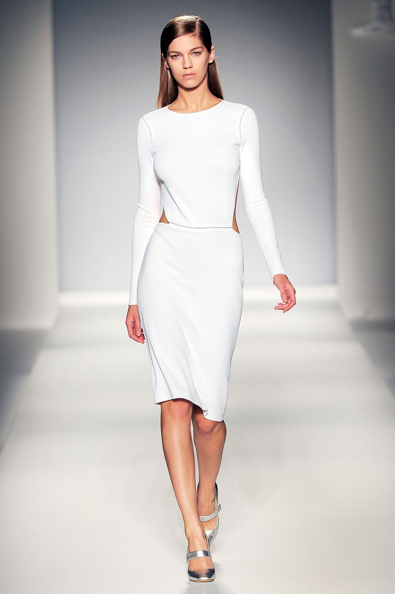 Simple But Elegant White Dress For Minimalist Clothing Style Simple Classic Silver Shoes And
