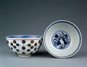 Porcelain bowl. Inside double circle in the centre, a heron in a pond with lotus in underglaze blue. Band of blue trellis pattern close to rim. Outside, semi-precious stones mounted in gold and silver to form floral design. Mark on base. Pair with A793. (Ming dynasty)