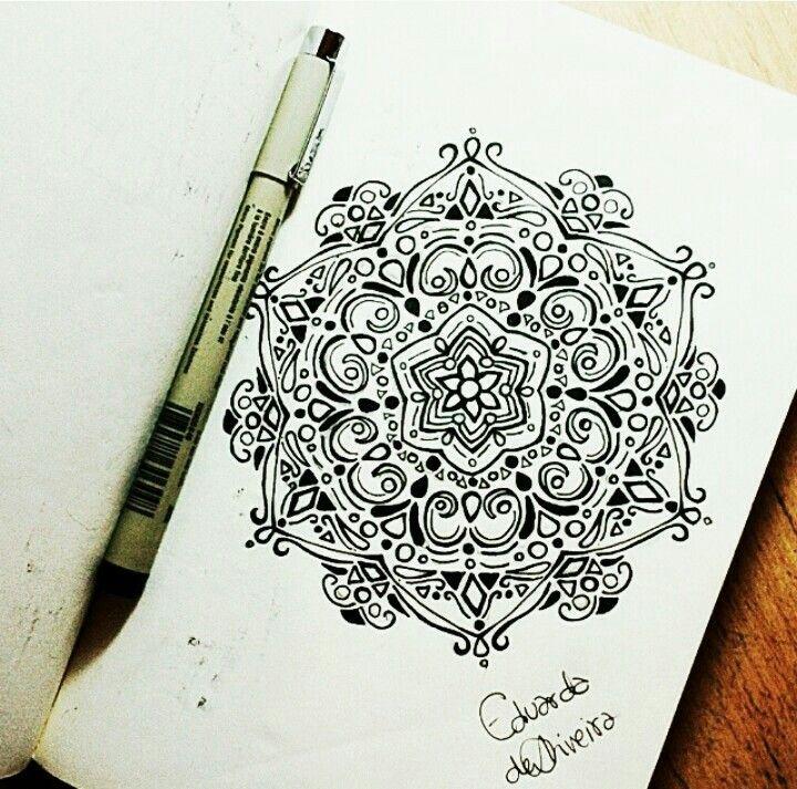 Mandala com caneta nanquim