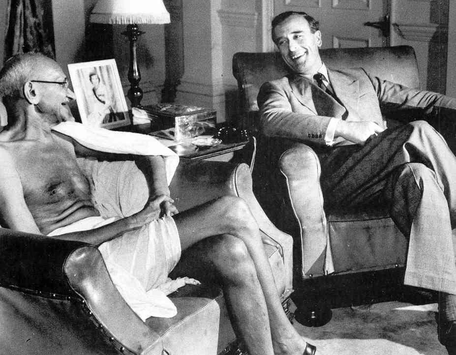 Lord Mountbatten With Gandhi Indian History Mahatma Gandhi Gandhi