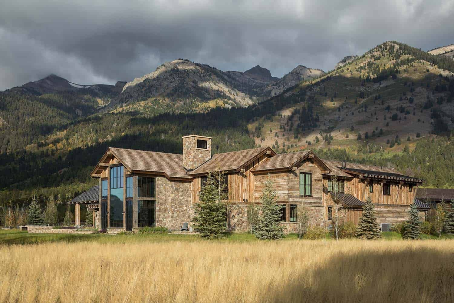 Delightful Rustic Home In Wyoming With A Dramatic Mountain Backdrop Rustic House Rustic Houses Exterior Mountain Home Exterior