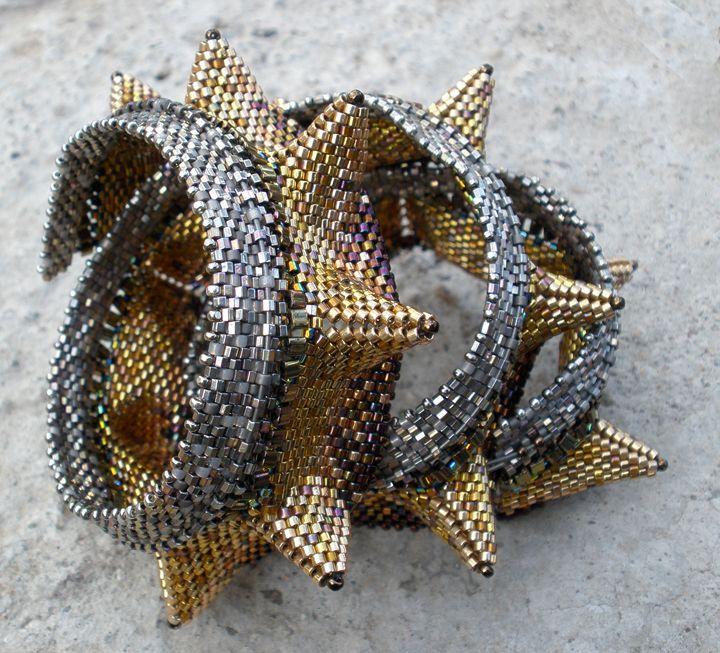 Golden-Horned Sea Serpent, Gabriella van Diepen, from Contemporary Geometric Beadwork, 2012, Kate McKinnon and Jean Power
