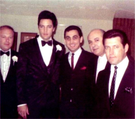 1967 5 29 Elvis and Priscilla doing a second wedding ceremony in L-A only for familly and friends