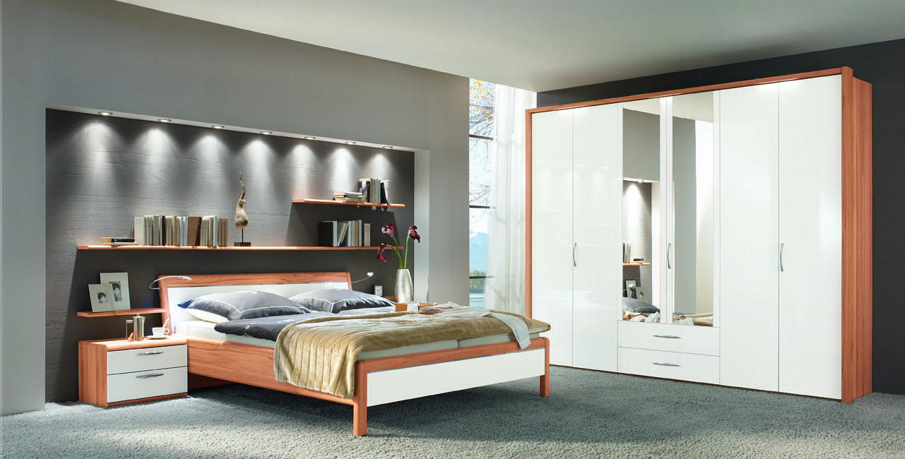 Chiara in heart beech with high gloss white lacquer panels