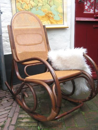 Rotan Manou Draaistoel.Antieke Thonet Schommelstoel Manou Vintage Retro Rotan Stoel