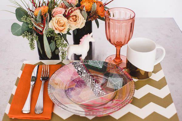 DIY Aztec Plates - http://www.dailyweddingideas.com/wedding-ideas/diy-aztec-plates.html