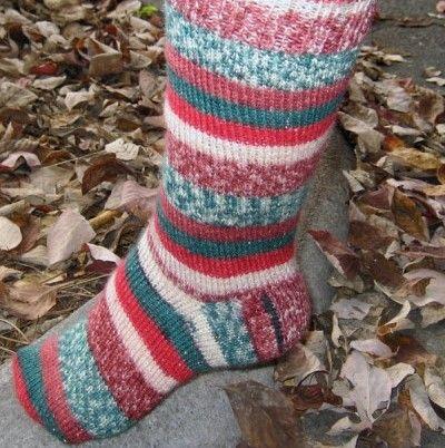 North Pole Easy Holiday Socks (free knitting pattern) | crafty ...