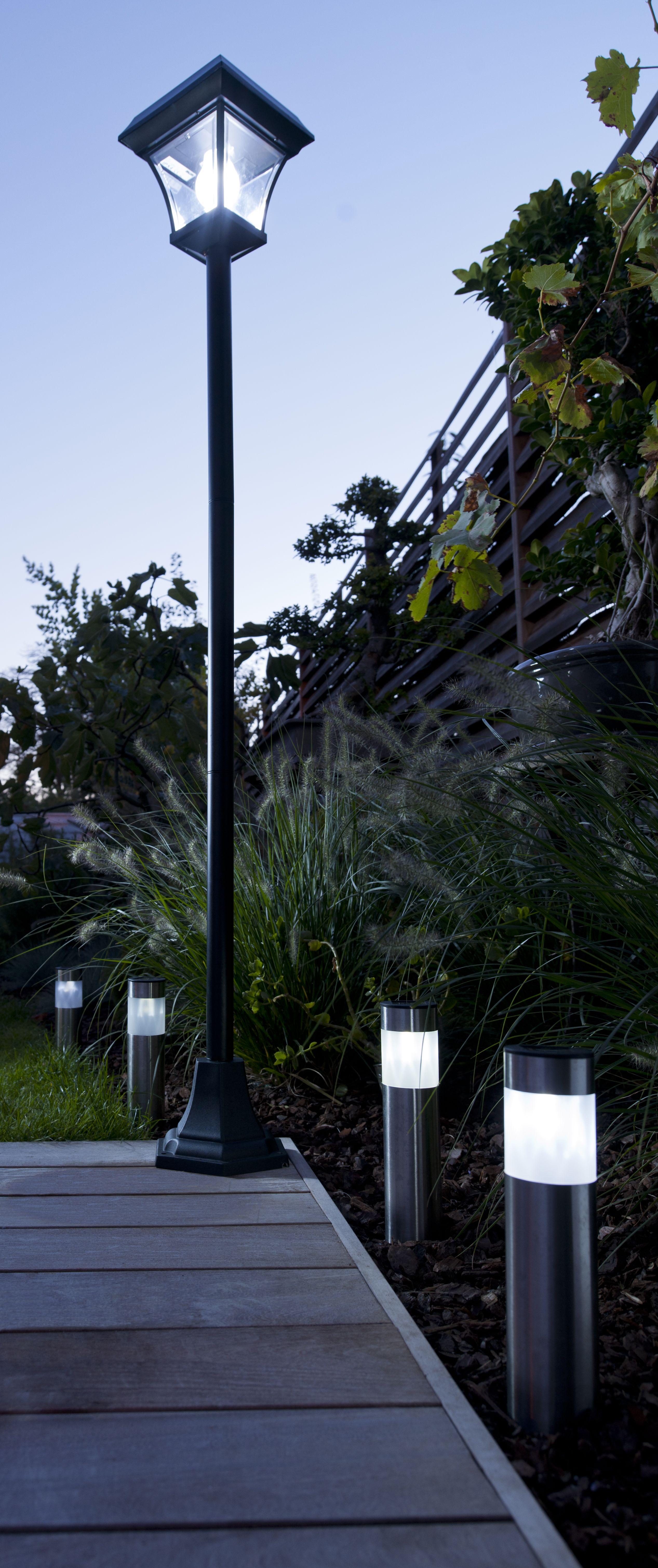 Lampadaire Exterieur Solaire Tosca Noir H 190 Cm Castorama Lampadaire Solaire Lampadaire Jardin Luminaires Jardin