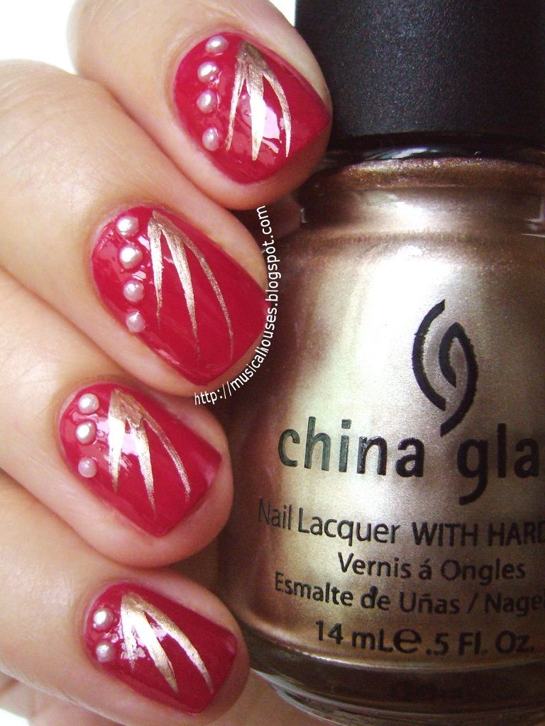 Beautiful Chinese Nail Art Design Theme With Gold Floral Stripes And