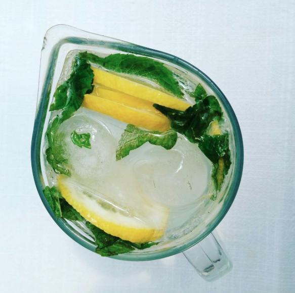 Ricetta Mojito Brocca.Cocktail In Caraffa Le Migliori Ricette Alcoliche Ricette Le Migliori Ricette Bevande Aperitivo
