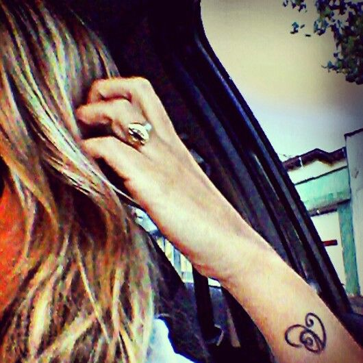Símbolo V ligado ao coração