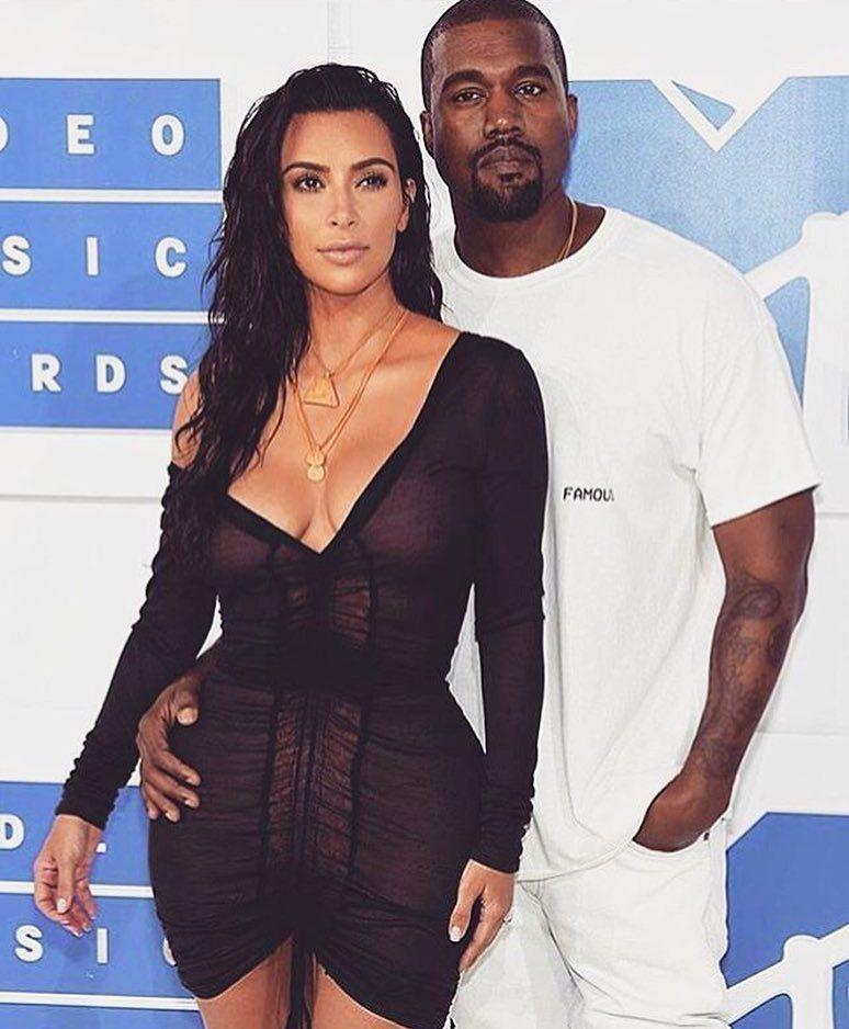 Excepcionalmente Hoje Nao Teremos Live No Blog Mas Aqui Compartilho Esse Lakre Do Kimye Kimkardashian Pics Of Kim Kardashian Kanye West And Kim Kim And Kanye