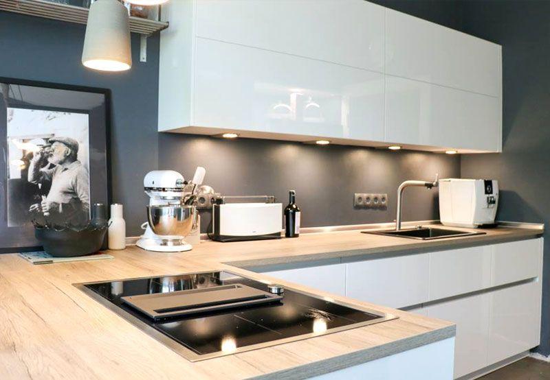 Neue Küche Leicht firn maßgerecht eingebaut von Küchenhaus Süd