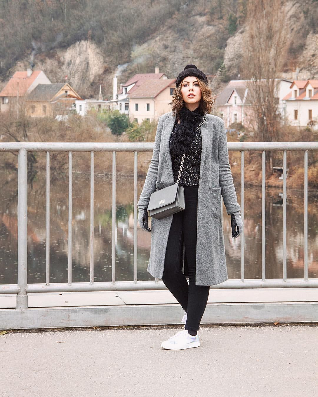 ed6c0e0d74 Look de inverno com casaco cinza sobretudo