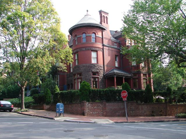 Georgetown Photos - A Neighborhood Photo Tour: Historic Home in Georgetown