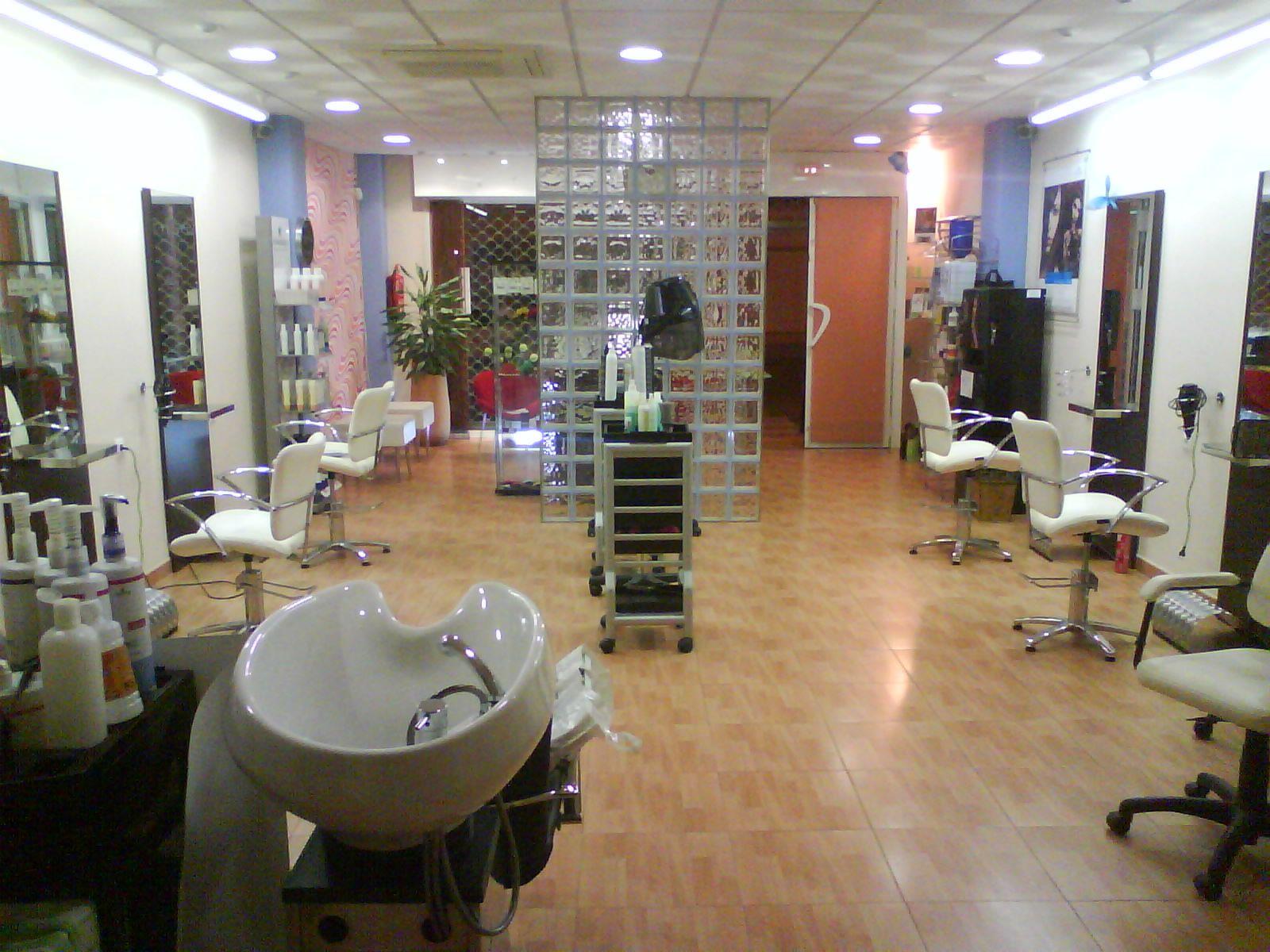 Decoraci n de salones de peluquer a salon de peluqueria for Decoracion en peluquerias