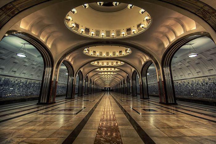 Ubahn station in moskau 20 der sch nsten u bahnstationen for Architektur 20er