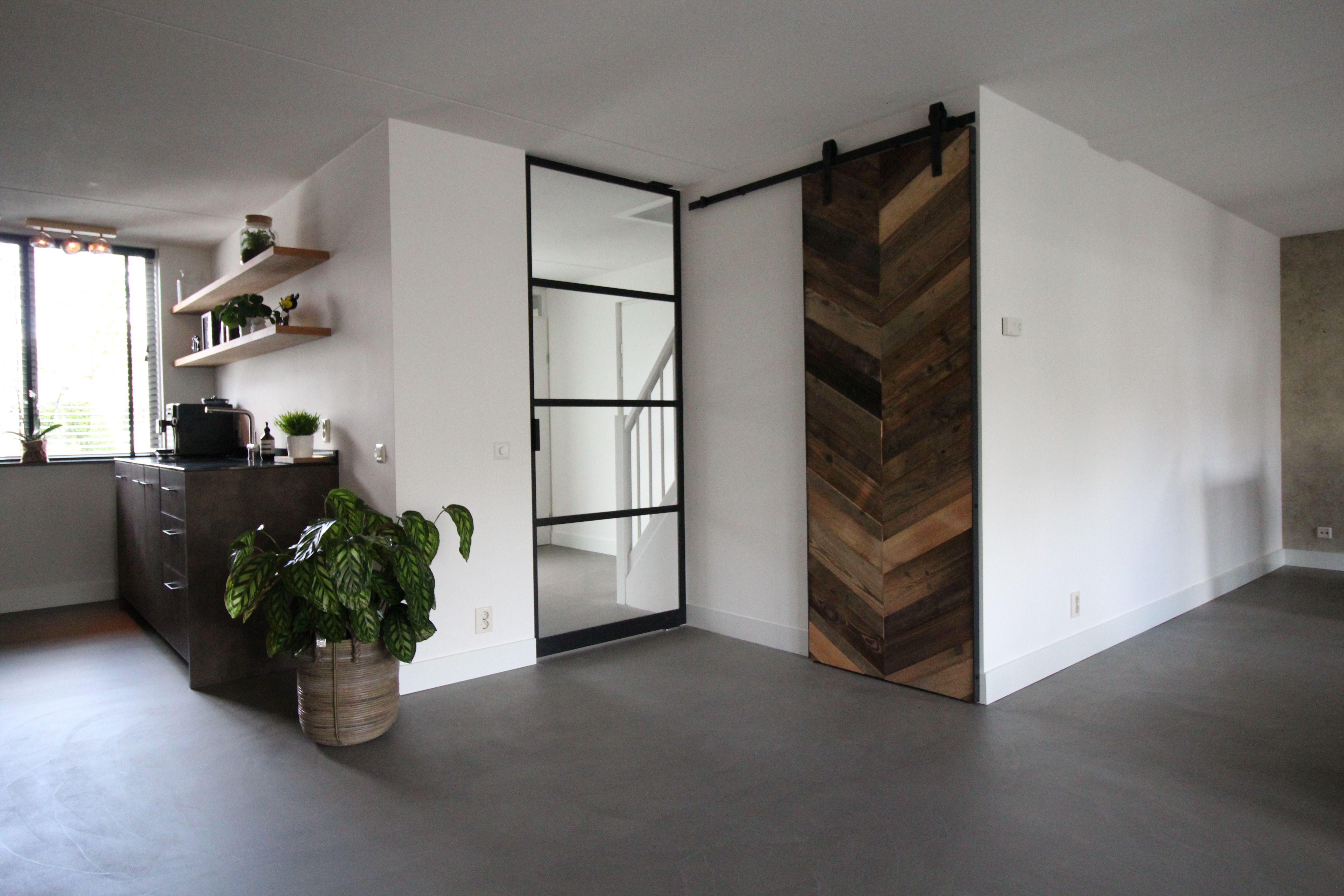 Minimalistische Interieur Inrichting : Minimalistische inrichting met betonlook gietvloer motion