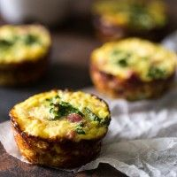 Paleo Ham, Kale and Cauliflower Rice Egg Muffins  - 4 Ingredients and 30 mins is all you need to make this low carb, healthy, portable breakfast!