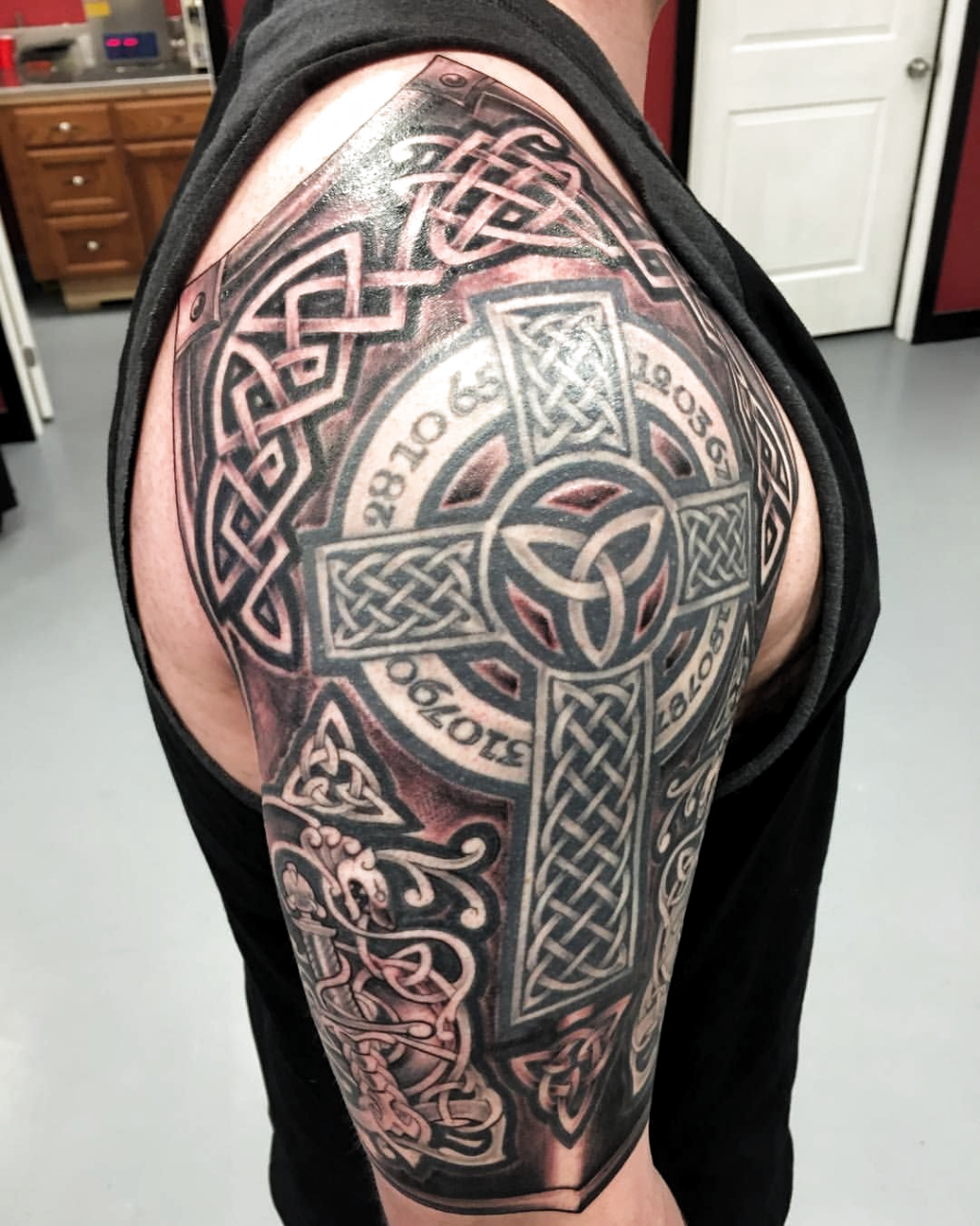 Fresh ink what do ya think!! #tattoos #tattoo #tattoosleeve #tattoosleeves #celtictattoo #celticcrosstattoo