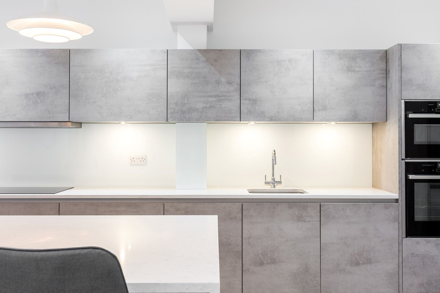 Our Nolte Handleless Kitchen In Stone And Bretton Has An Industrial Edgy Feel Nolte Kuche Und Kuche